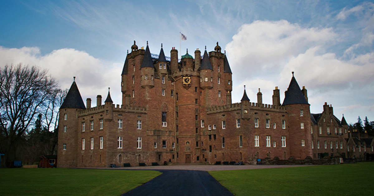 Postcard from Scotland: Scottish Crewelwork from Glamis Castle | PieceWork