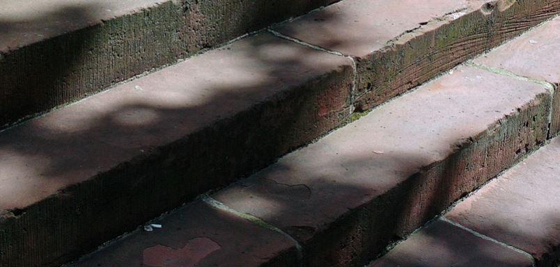 Końska noga na schodach