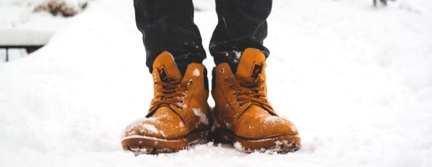 Śnieg buty sól