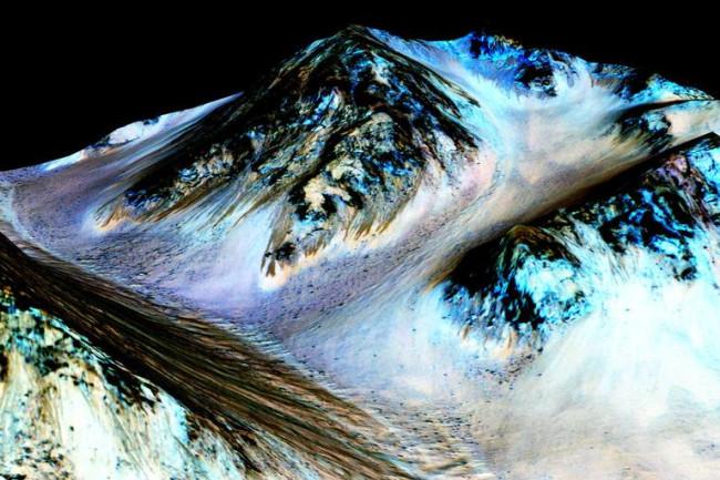 Streaky Mars Surface - NASA