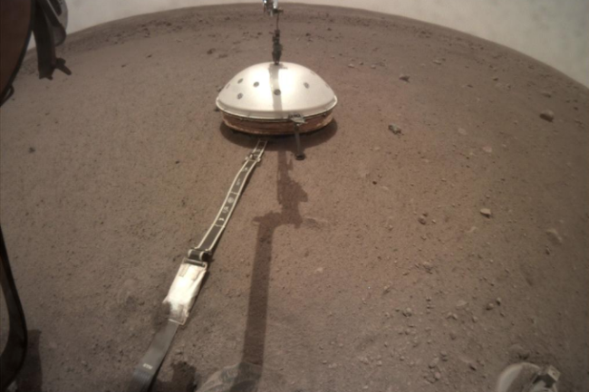 NASA's InSight lander has its seismic instrument tucked under a shield to protect it from wind and extreme temperatures. (Credit: NASA/JPL-Caltech)