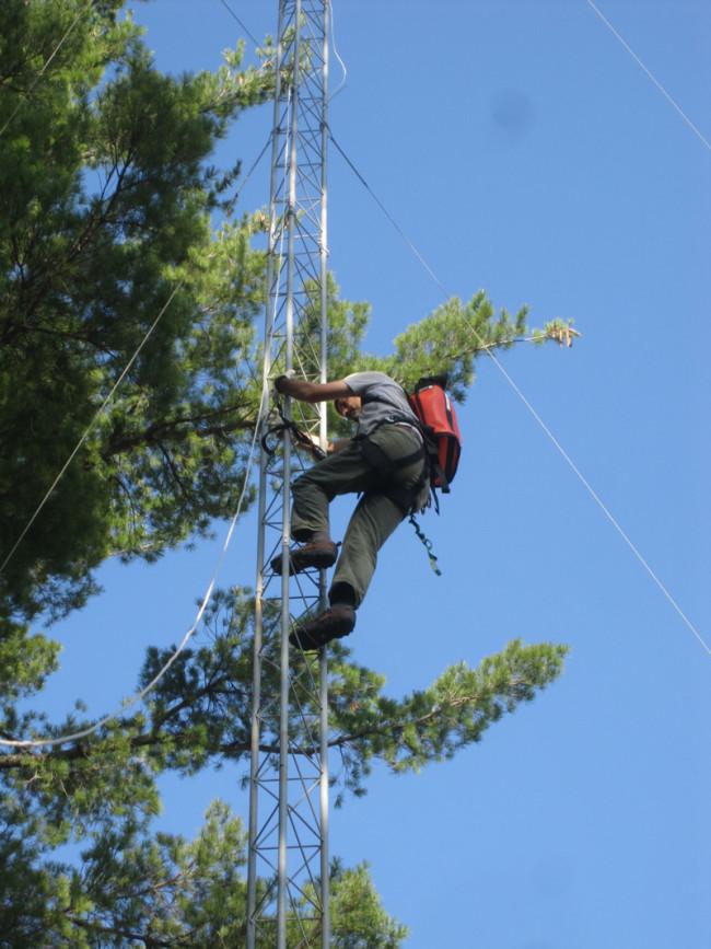 richardson-climbs-tower.jpg