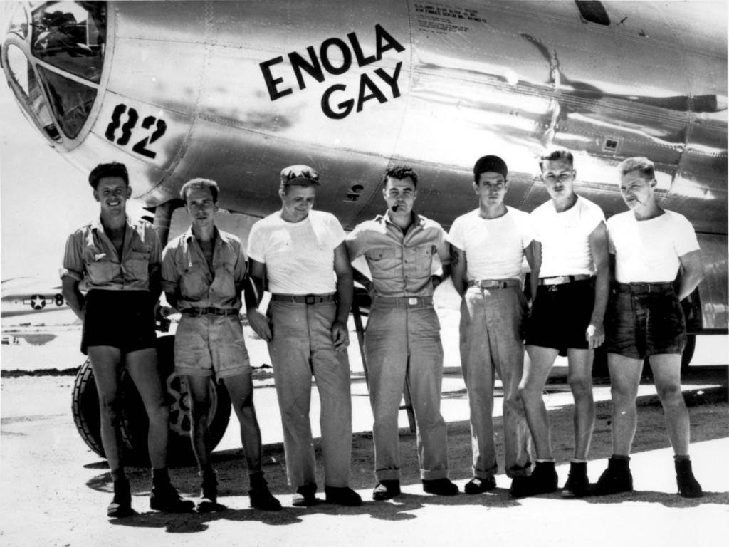 B-29_Enola_Gay_w_Crews-1024x768.jpg