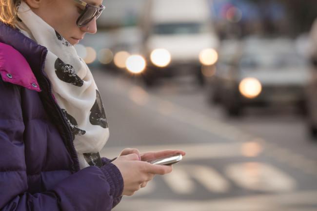 cell-phone-girl.jpg