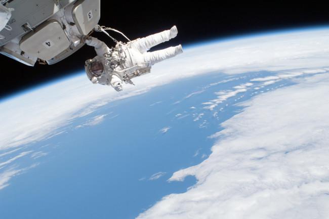 spacewalk2.jpg