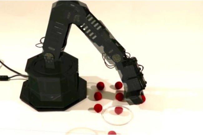 self aware robot arm is better at picking up objects