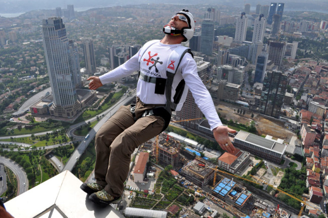 BASE_Jumping_from_Sapphire_Tower_in_Istanbul.jpg