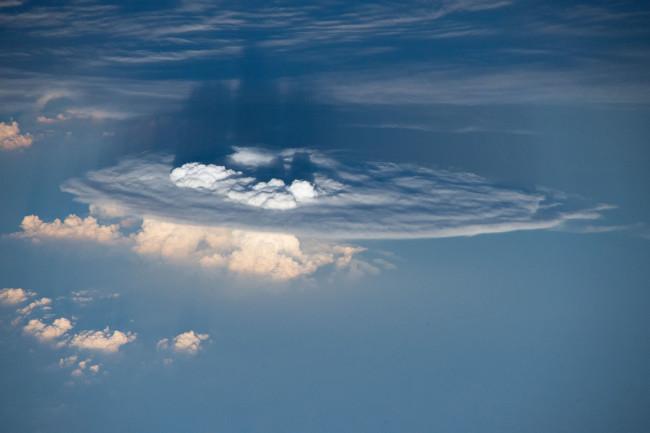 Overshooting-top-ISS.jpg