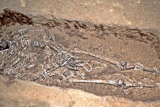 burial, Sungir, beads - Wikimedia Commons