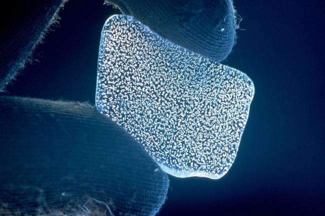 1280px-CSIRO ScienceImage 521 Bubbles in Ice