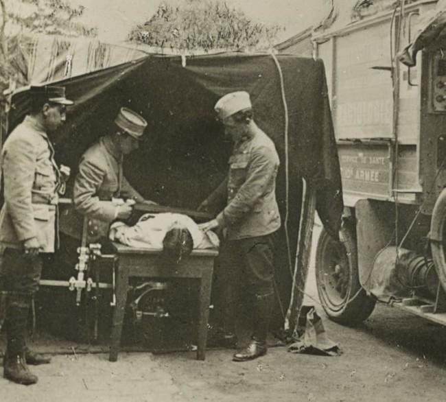 French WWI medics xray