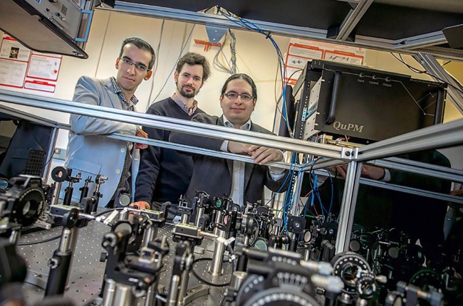 científicos de fotografía de grupo cuántico