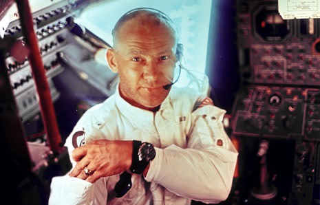 buzz_aldrin_reaching.jpg