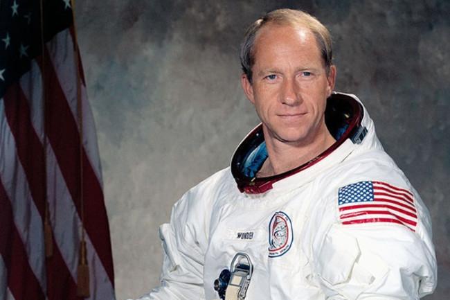 819pxAl Worden Apollo 15 CMP