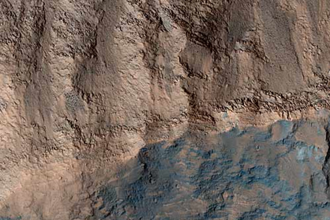 hirise_terraced_crater.jpg