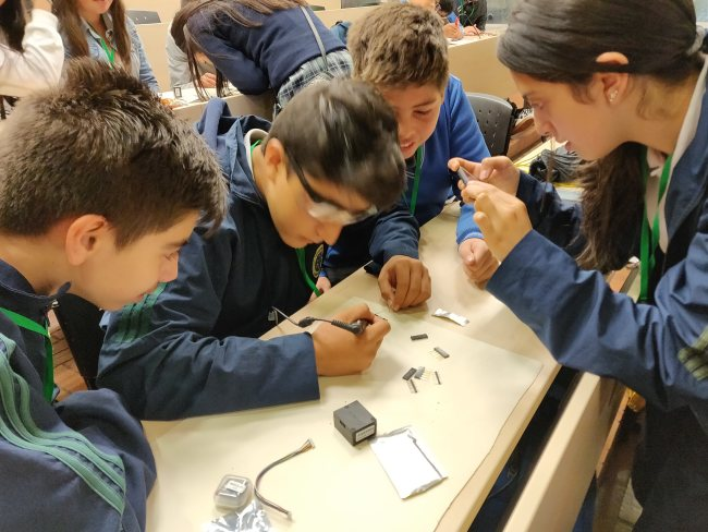 canairio students air pollution citizen science
