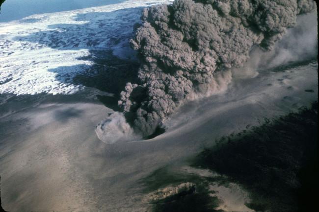 1280px-Ukinrek_eruption_1977-1024x692.jpg