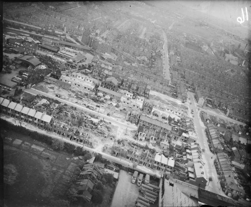 Bomb_Damage_in_London_England_April_1945_CH15111.jpg