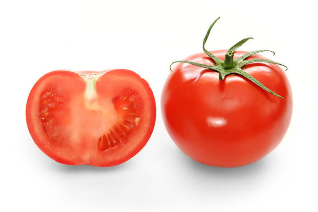 800px-Bright_red_tomato_and_cross_section02.jpg