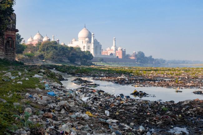 Замърсяване в близост до Тадж Махал