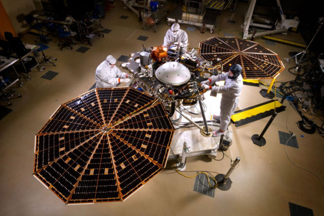 With the Mars InSight Lander Stuck, NASA Tries to Hack a Fix With Earthly Clones