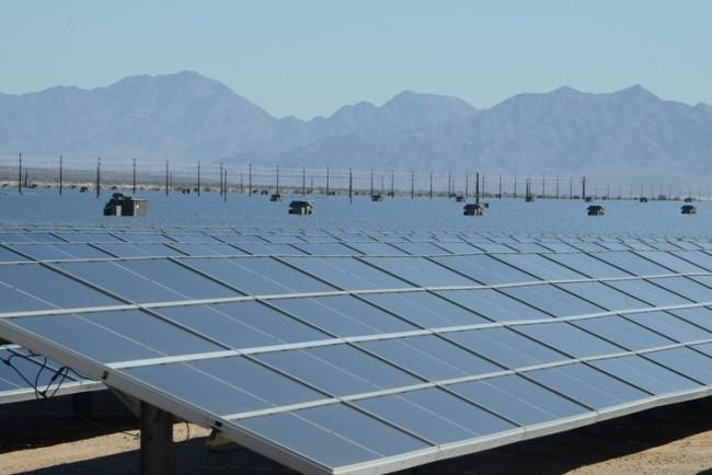 Mojave Desert solar plant - U.S. DoI CC BY-SA