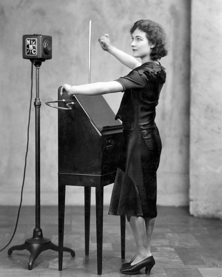 Theramin-Alexandra-Stepanoff-1930-768x957