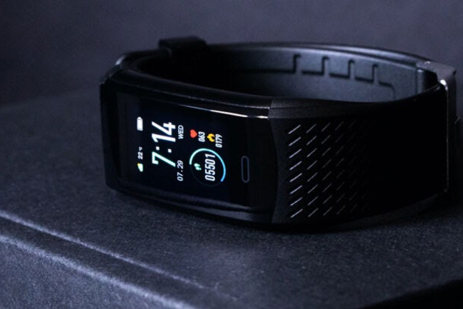 KoreTrak Review: Best Fitness Tracker Smartwatch Activity Band | Discover  Magazine