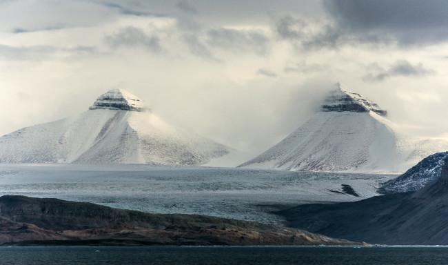 Ny-Alesund-Twin-Mts-reduced.jpg