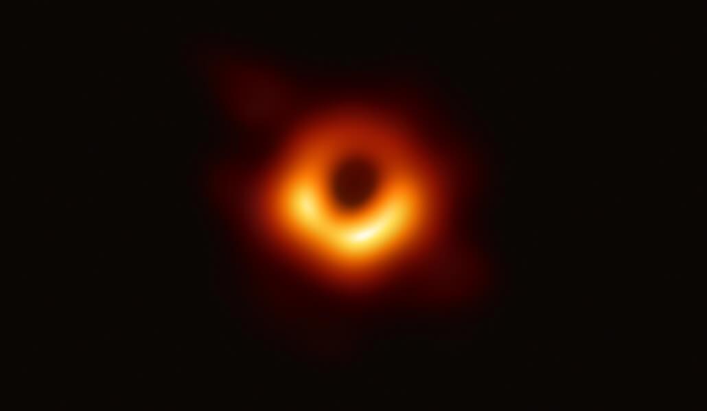 EHT Black Hole Image Los físicos todavía están investigando la relatividad general de Einstein para detectar defectos, ahora en escalas cósmicas