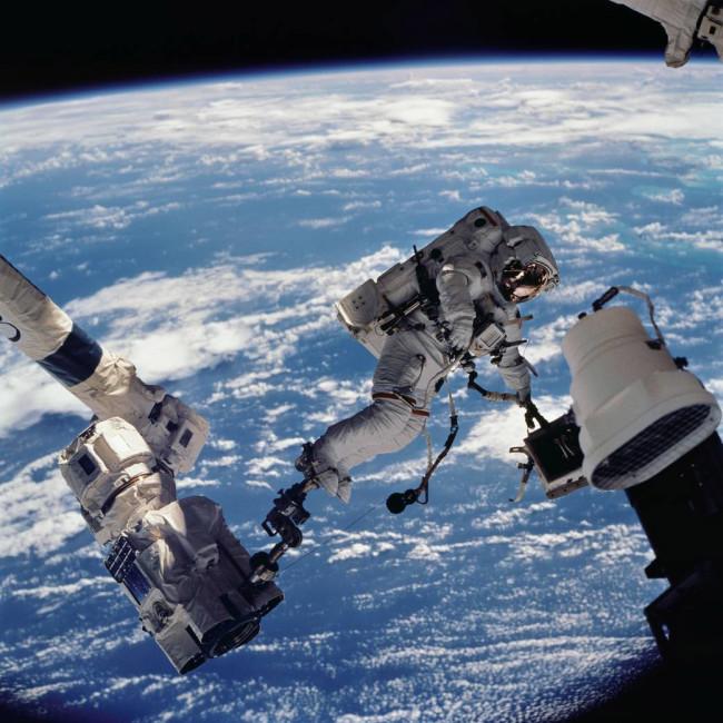Astronaut David Wolf spacewalk International Space Station - NASA