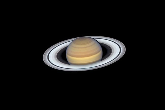 saturn hubble 2019 NASA ESA