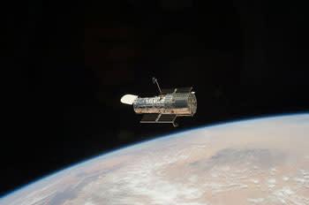 800px-Hubble_telescope_2009.jpg