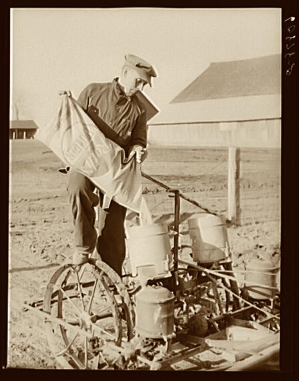 DSC-NC1119 04 fertilizer iowa 1940