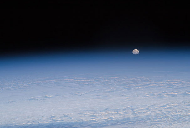 ISS_moonset_jan92012.jpg