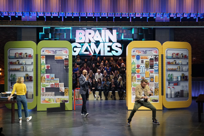 Actors Kristen Bell and Dax Shepad race to complete a Tetris-like shape-fitting test on Brain Games. (Credit: National Geographic/Eric McCandless)