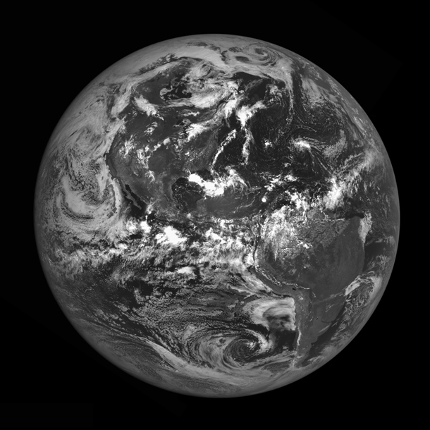 LRO_earth_americas.jpg