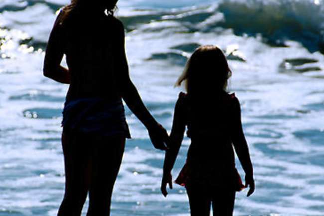 1442007-1-mother-and-daughter-beach-silhouette