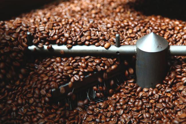 Coffee beans roasting - THINK Global School, CC BY-NC-ND