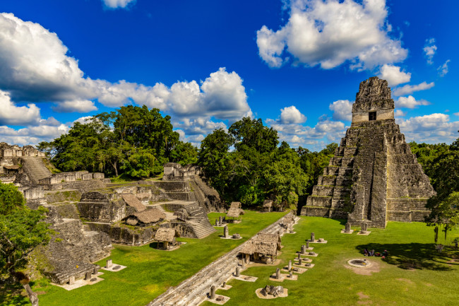 The view of the main plaza at Tikal. (Credit: WitR/Shutterstock)