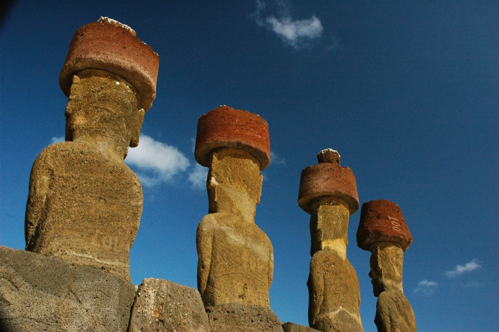 Moai-at-Ahu-Nau-Nau-Anakena-the-site-from-which-the-samples-derive.-CREDIT-Terry-Hunt-1024x682.jpeg