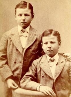 identical-twins.jpg