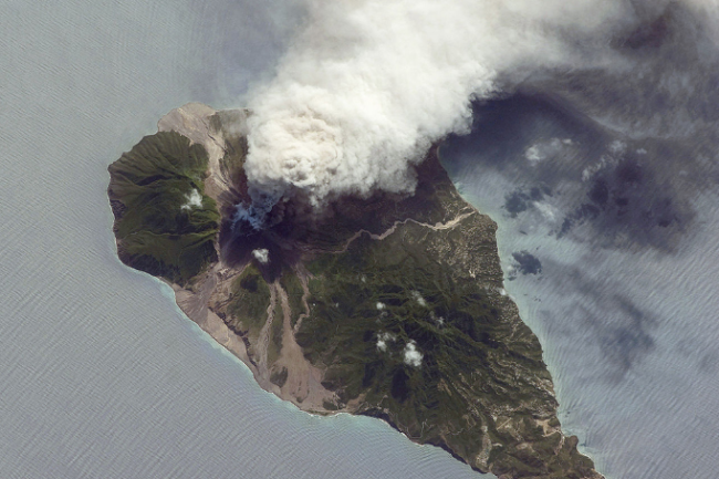 Volcanic plume from Soufriere Hills on Montserrat, seen from the ISS on October 11, 2009. (Credit: NASA)