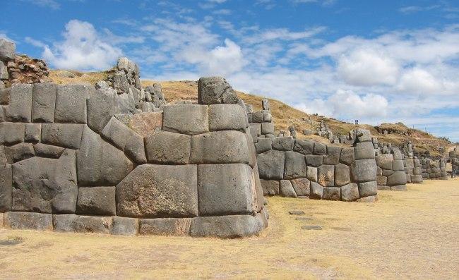 Inca wall 1 - Coricancha Peru - wikimedia commons