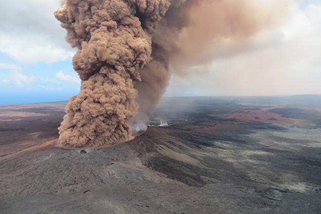 Kilauea ash plume