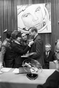 RIAN_archive_837790_Valentina_Tereshkova_and_Neil_Armstrong-203x300.jpg