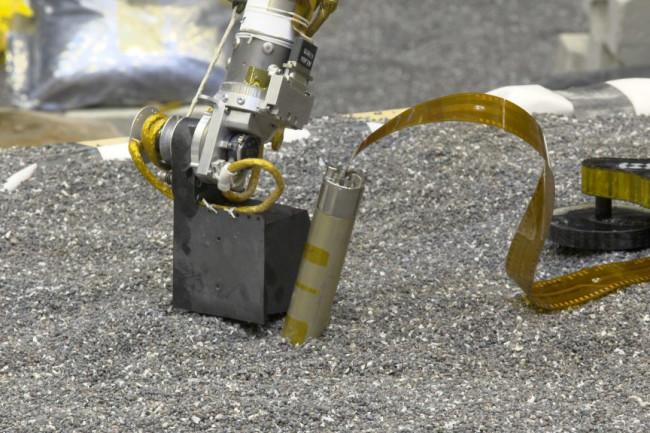 Replica InSight Lander Stuck - NASA