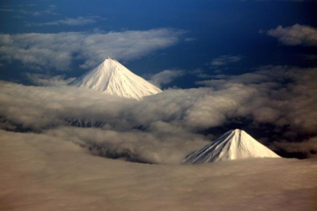 Cleveland-volcano-airplane.jpg