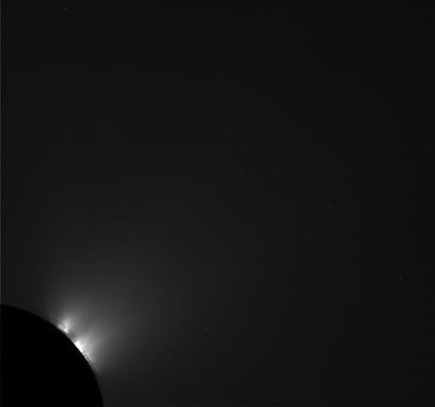 cassini_enceladus_shadowarcs610.jpg