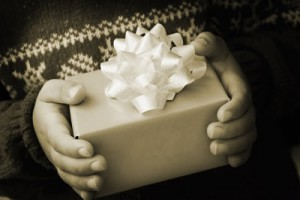 winter-gift-holding-300x200.jpg